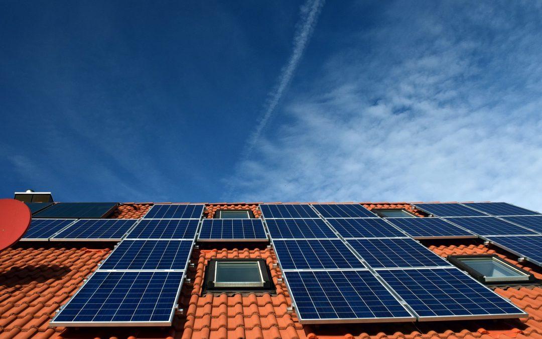 Brand bij zonnepaneleninstallaties voorkomen